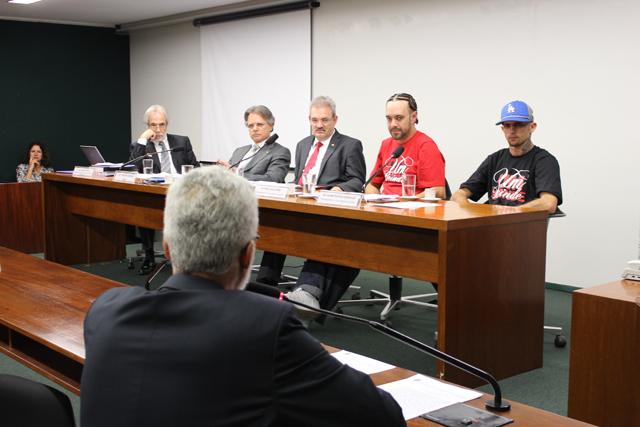 Renan Inquérito e Vras77 na Câmara dos Deputados, em Brasília.