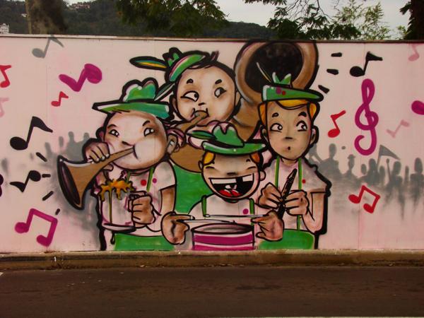 Grafite embeleza cidade de Blumenau/SC
