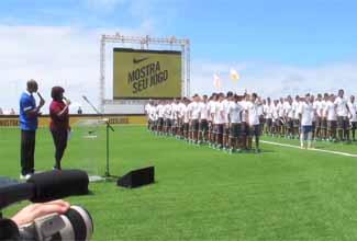 Apresentação da nova camisa da seleção brasileira com MV Bill e Nega Gizza