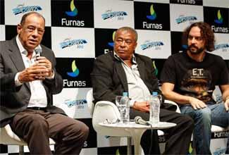Gabriel o Pensador, Jairzinho e Carlos Alberto Torres em evento do Dream Footbal