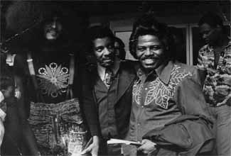 Nelson Triunfo, Paulo Ingles e James Brown