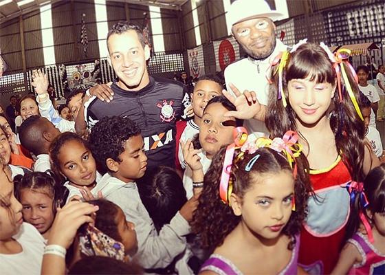 Rappin Hood no Dia Das Crianças do Corinthians