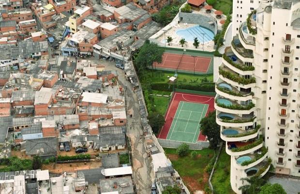 Pesquisa mostra que apenas 1,6% dos moradores de favelas têm ensino superior completo