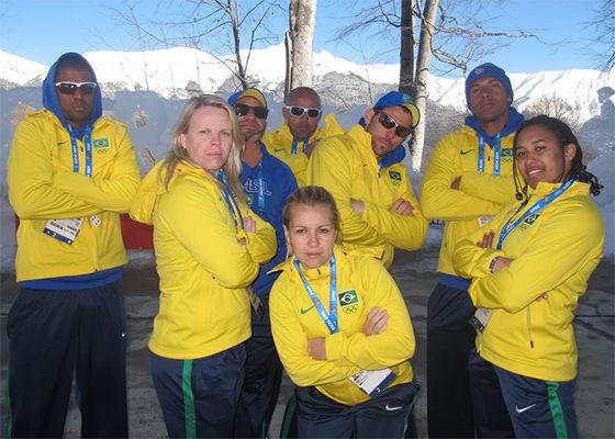 Bokão e a equipe brasileira de bobsled