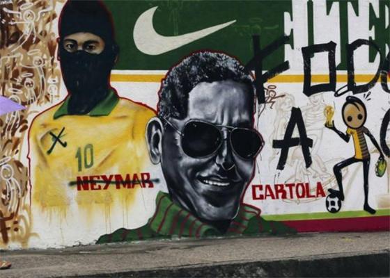 Grafite do Neymar é pichado (Foto: STRINGER/BRAZIL / Reuters/Ana Carolina Fernandez)