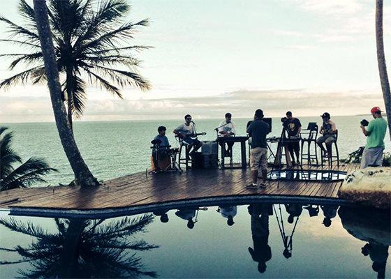 3030 em apresentação acústica na Bahia