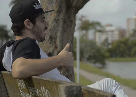Erick SK no clipe Feliz Cidade
