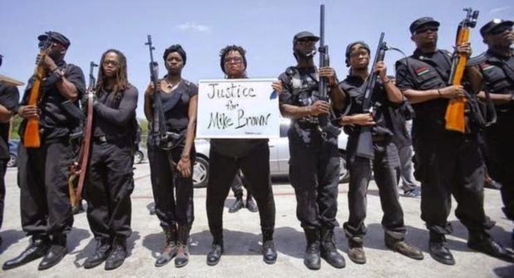 Novo grupo de autodefesa inspirado nos Panteras Negras lança patrulha armada nos EUA