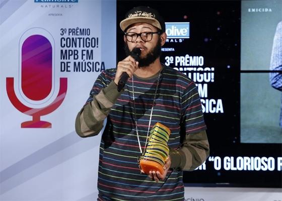 Emicida no 3º Prêmio Contigo MPB FM de Música (Foto: Alex Palarea e Felipe Assumpção/AgNews)