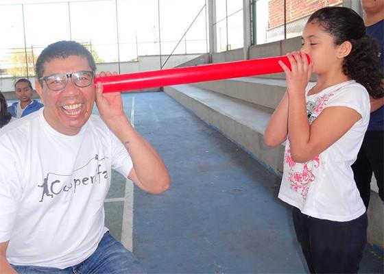 Poeta Sérgio Vaz nas escolas