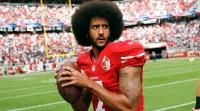Colin Kaepernick, um homem (negro) entre gigantes (brancos) da NFL